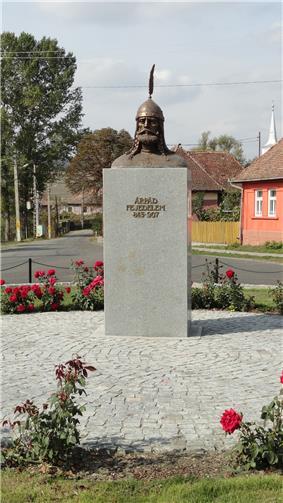 Árpád's statue in Székelybere (Bereni, Romania)
