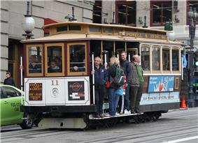 A San Francisco cable car heading south on Powell Street