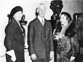 English: Artist Malvina Hoffman; Stanley Field, director and the nephew of the founder of the Field Museum of Natural History in Chicago; and actress Mary Pickford at the 1934 opening of Hoffman's Grand Central Art Galleries exhibition