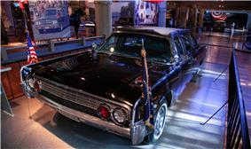 1961 Lincoln model 74A.jpg
