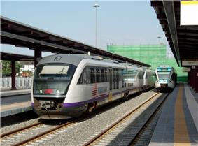 Proastakos trains at Piraeus.