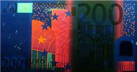 200 euro note under UV light (Obverse)