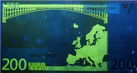 200 euro note under UV light (Reverse)