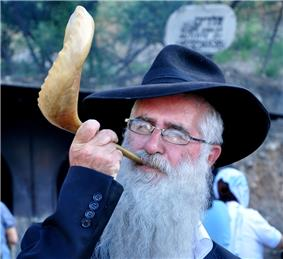 A Haridi man blowing a Shofar..jpg