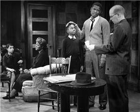 Scene from the play. Ruby Dee as Ruth, Claudia McNeil as Lena, Glynn Turman as Travis, Sidney Poitier as Walter, and John Fiedler as Karl Lindner.