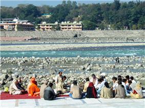 A study group by the eastern banks of Ganges at Muni ki Reti