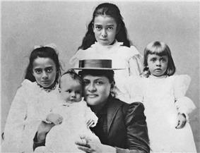 Hawaiian woman and four children