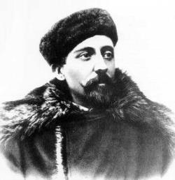 A bearded man of about 30 years in fur hat and winter coat.