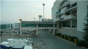 Lijiang Sanyi International Airport Terminal and boarding gates