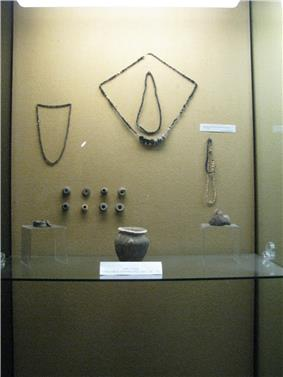 9th-11th-century objects from the Alba Iulia region
