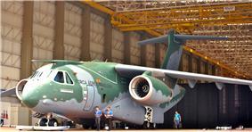Apresentação KC-390 (15576572716).jpg