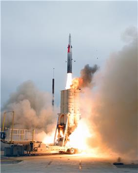 Arrow 2 launch on July 29, 2004, in Naval Air Station Point Mugu Missile Test Center, during AST USFT#1.