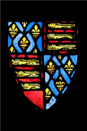 Coat of arms with three lions, gold on red, in two quarter, fleurs de lys, gold on blue, in two.thumb