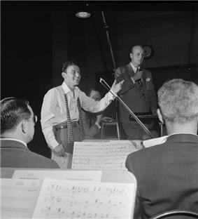 Axel Stordahl with Frank Sinatra 1947