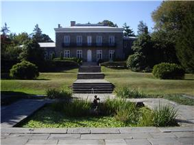 Bartow-Pell Mansion and Carriage House