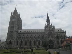 Basílica del Voto Nacional - Quito.jpg