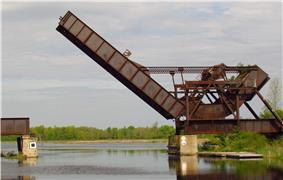 Bascule railway bridge