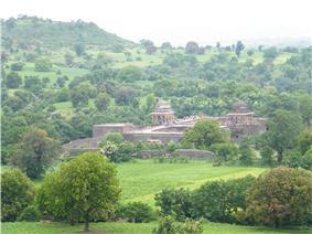 Baz Bahadur Mahal Viewed from Roopmati's Pavilion.JPG