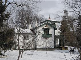 Exterior view of Bellevue House in winter