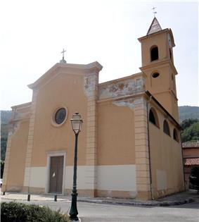 The front of the church of Notre-Dame-du-Rosaire, in Bendejun