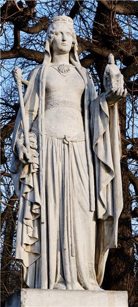 Bertrada of Laon Jardin du Luxembourg.jpg