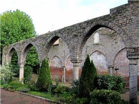 Bethune ruines recollets.JPG