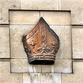 Bishop's mitre, Bishopsgate, London.JPG