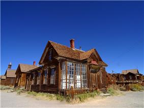 Photograph of abandoned and deteriorated buildings in the Bodie Historic District.