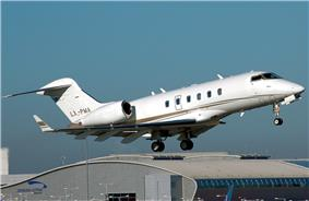 Bombardier.challenger.300.lx-pma.arp.jpg
