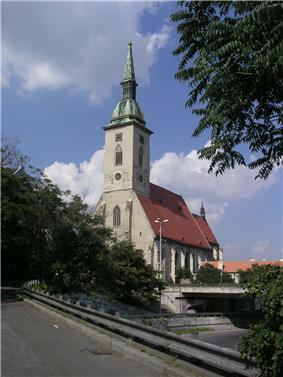 Bratislava-Dom-sv-Martina.jpg