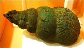 Bronze ceremonial vessel in form of a snail shell, 9th century, Igbo-Ukwu, Nigeria.JPG
