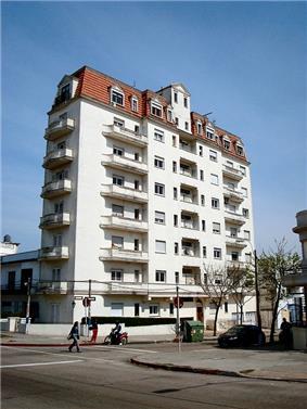Apartment building in La Comercial