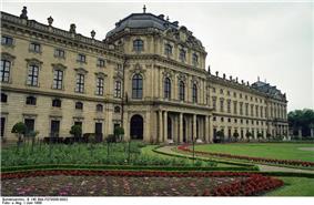 Bundesarchiv B 145 Bild-F079086-0002, Würzburg, Residenz.jpg
