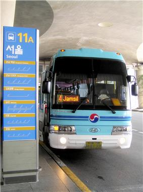 A limousine bus departing from Incheon Airport bus station to Jamsil subway station in Seoul.