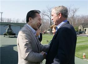 Bushes greet South Korean President Lee Myung-bak in 2008