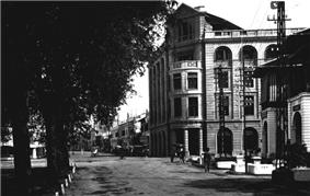 COLLECTIE TROPENMUSEUM De Kesawan met het Julianahuis te Medan TMnr 60012523.jpg