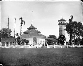 COLLECTIE TROPENMUSEUM Moskee Surabaya Java TMnr 10016739.jpg