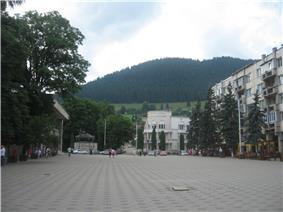 Arboroasa Square, downtown Câmpulung Moldovenesc