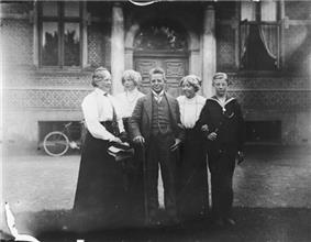 photo of Carl Nielsen and four members of his family
