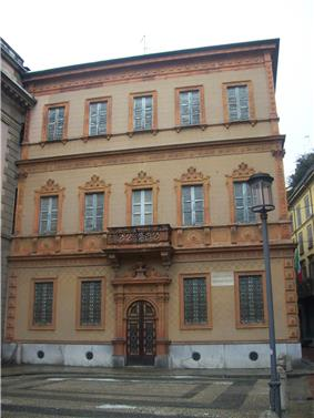The external facade of Casa Manzoni.
