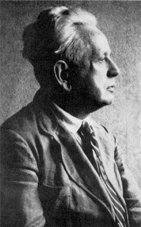 Black and white profile picture of Ernst Cassirer