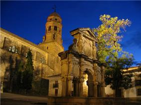 Santa María fountain and cathedral of Baeza