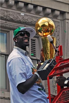 Kevin Garnett holding the 2008 Celtics' Larry O'Brien Trophy