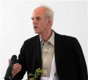Charles Taylor giving a lecture at the New School in 2007