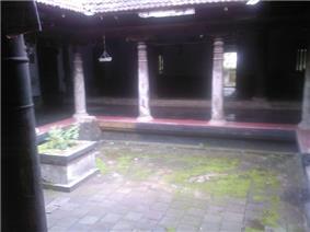 Chazhur Kovilakam Nalukettu.jpg