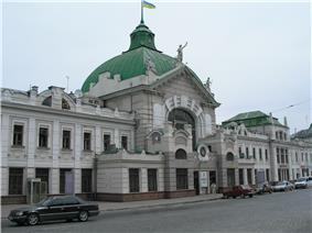 Chernivtsi Railroad Station.JPG
