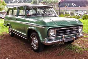 Front view, from the right, of a green 1971+ Chevrolet Veraneio