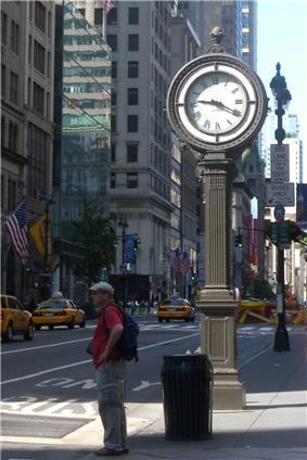 Sidewalk Clock at 522 5th Avenue, Manhattan