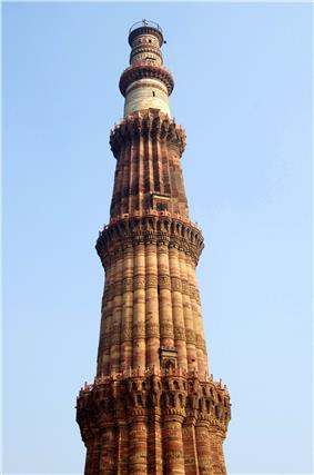 Close-up of upper storeys of Qutb Minar.jpg