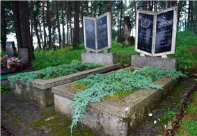 Cmentarz w Bohonikach groby wspolczesne.jpg